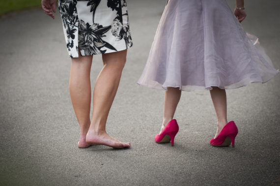 Bridesmaid wearing her mums red highheel shoes